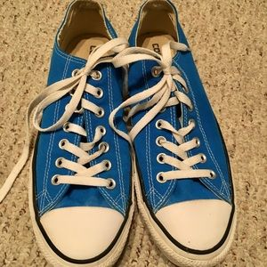 Converse low top sneakers size 9